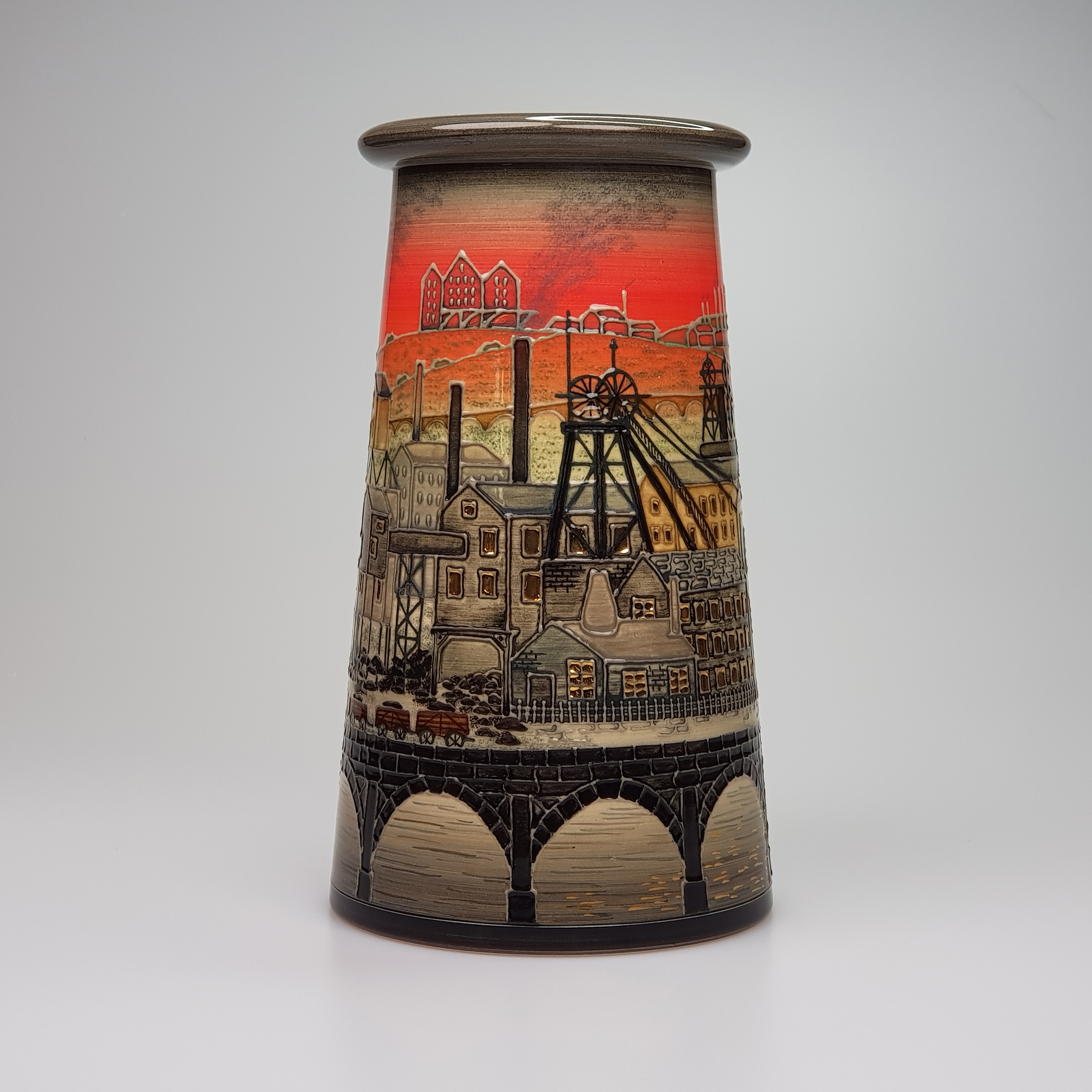 Dennis Chinaworks Industrial vase Sally Tuffin